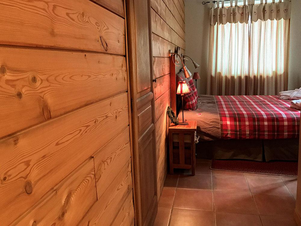 La Cle des Bois - Chambres d'hôtes à Bourg d Oisans - Chambre sapin lit