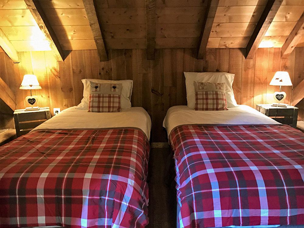 La Cle des Bois - Chambres d'hôtes à Bourg d Oisans - Suite épicéa - Lits 2