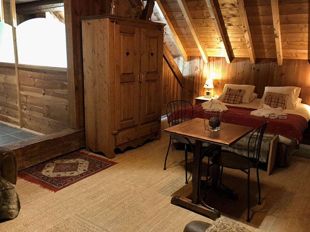 La Cle des Bois - Chambres d'hôtes à Bourg d Oisans - Suite épicéa - chambre bis