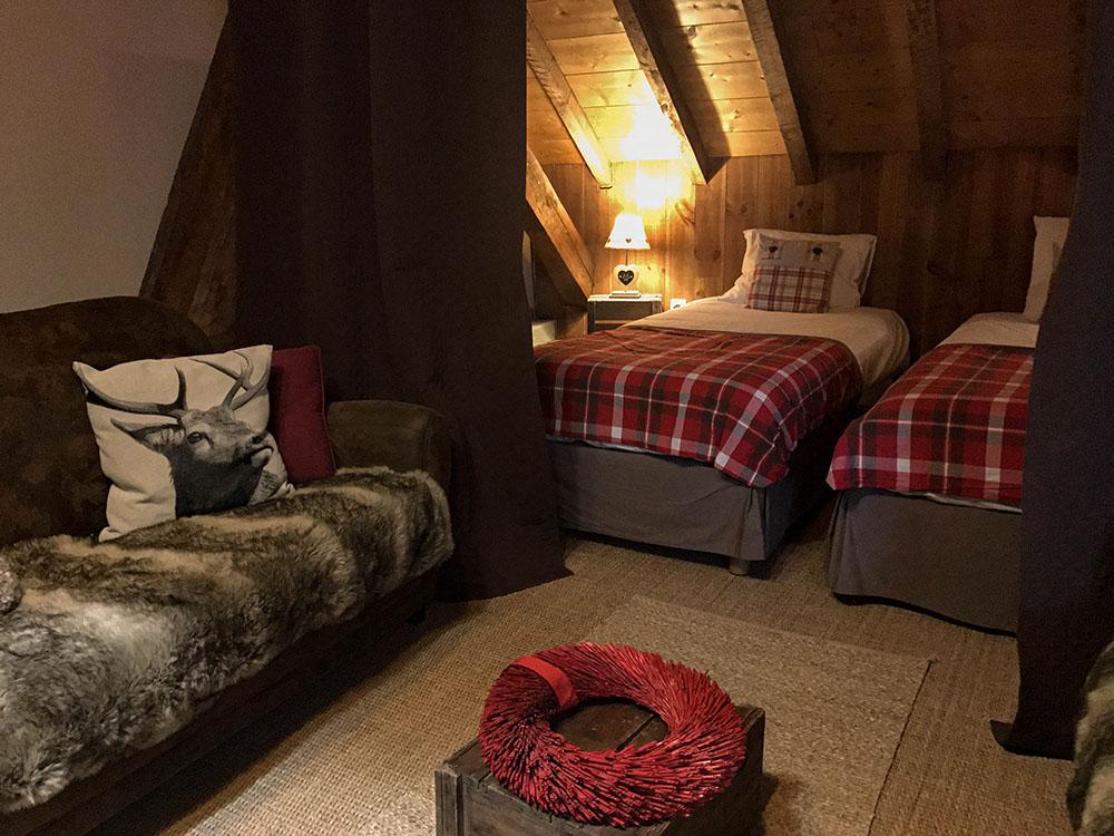La Cle des Bois - Chambres d'hôtes à Bourg d Oisans - Suite épicéa -lits 3