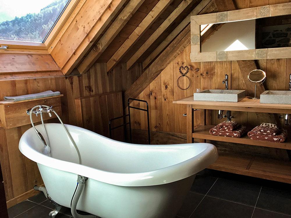 La Cle des Bois - Chambres d'hôtes à Bourg d Oisans - Suite épicéa - salle de bain