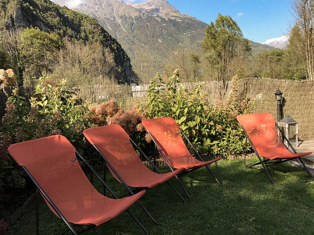 La Cle des Bois - Chambres d'hôtes à Bourg d Oisans - jardin en montagne