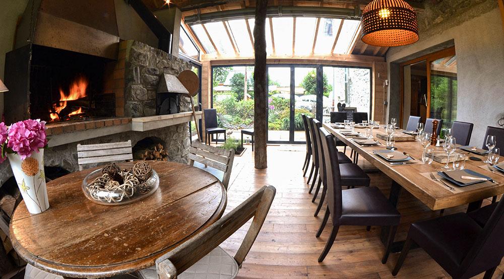 La Cle des Bois - Chambres d'hôtes à Bourg d Oisans - salle a manger table d'hôtes proche Alpe d'Huez